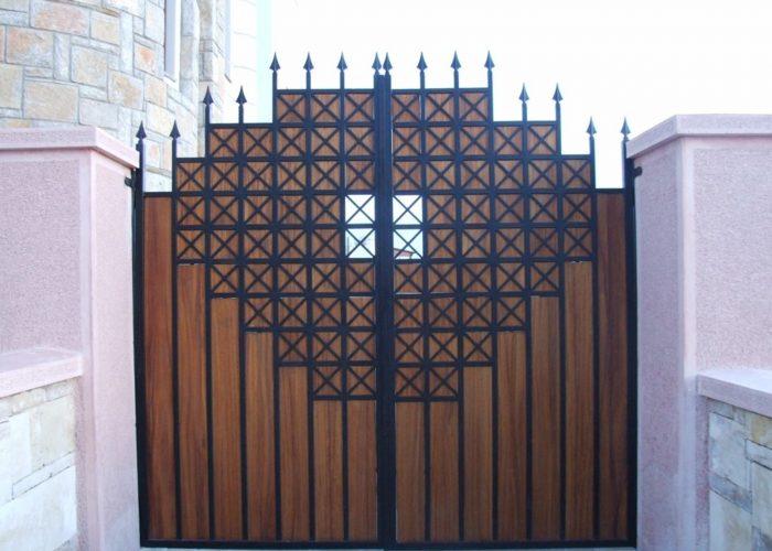 Ahşap Ferforje Garaj Kapısı