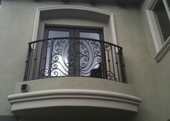 Çiçekli Ferforje Pencere Korkuluk Modeli