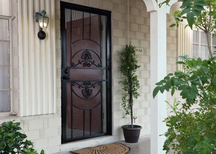 Desenli Ferforje Kapı Modeli
