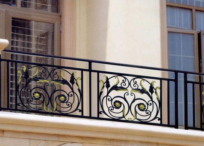 desenli-ferforje-balkon-korkulugu