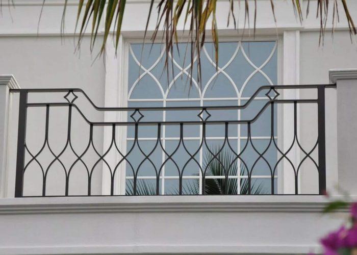 geometrik-ferforje-balkon-korkulugu
