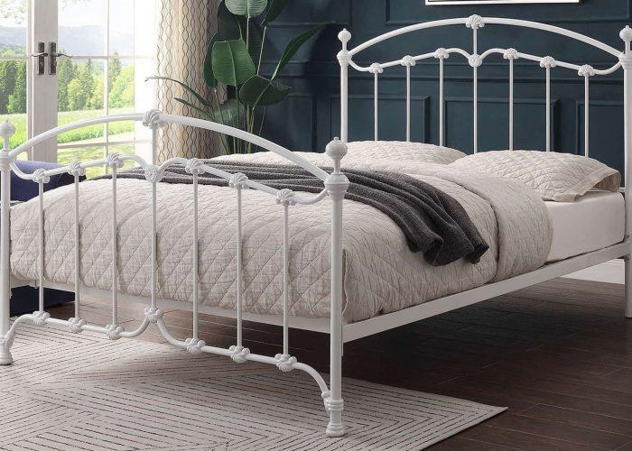 beyaz-istiridye-detayli-ferforje-yatak