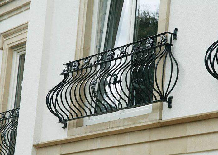 cicek-detayli-ferforje-pencere-korkuluk-modeli