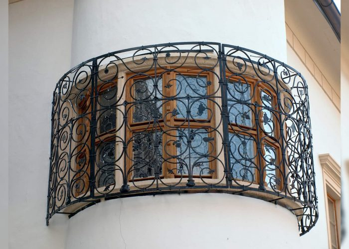 mimari-ferforje-oval-pencere-korkulugu