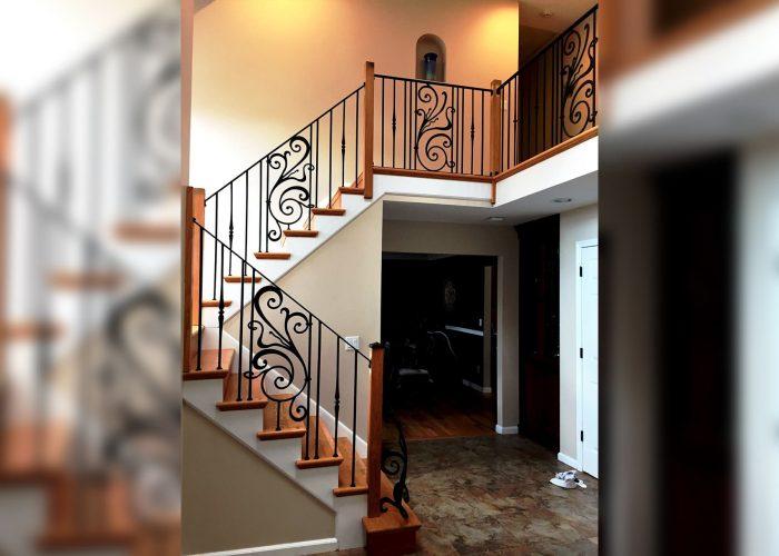 ozel-tasarim-cicek-detayli-ferforje-merdiven-korkulugu