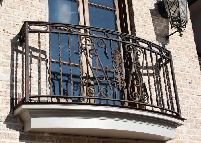 burgu-islemeli-yaprak-detayli-ferforje-pencere-korkuluk-modeli