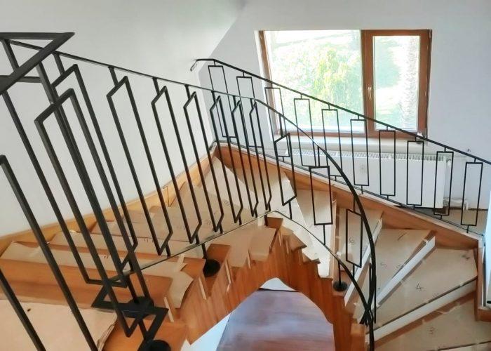 minimal-kare-desenli-ferforje-merdiven-korkuluk